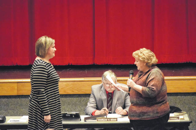 New board member Julie Singleton was sworn in to replace former board president Candi Fyffe.